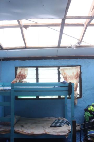 28.2 vi var fyra volontärer som stannade på Levuka 3-4 dagar. Vi bodde med en familj här, med presenning som tak. I den där sängen spenderade jag anatgligen den värsta natten i mitt liv.